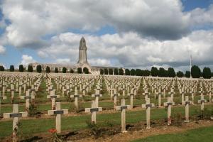 0_Verdun_-_Cimetière_de_Douaumont_(1)
